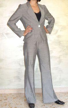 Completo Tailleur e Pantalone, colore grigio gessato, Stoffa misto lino-seta, bottone madreperla,