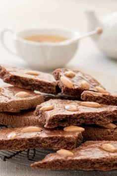 Dikke speculaasbrokken - recept - Rutger Bakt Baking Recipes, Cookie Recipes, Cupcake Cookies, Food Pictures, Family Meals, Cereal, Tasty, Dishes, Chocolate