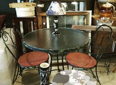 Love this vintage table and chairs! Sturdy! Add a unique lamp! To complete your style! #restylechicago #reluxvintage #resaleshop #resale #chippy https://www.instagram.com/p/BP_DDXNhoYd/