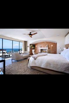 Luxury Beach House, Laguna Beach, California - modern bedroom with ocean views Contemporary Interior Design, Contemporary Bedroom, Modern Bedroom, Modern Contemporary, Bedroom Simple, Modern Design, Cozy Bedroom, Dream Bedroom, Chaise Bedroom