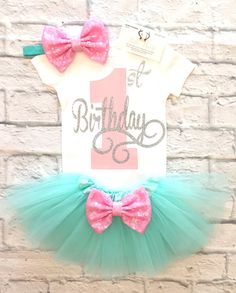 Baby Girl clothes First Birthday Bodysuit, Birthday Bodysuit, Smash Cake Shirt, Sparkle Birthday Shirt, First Birthday, Birthday Girl Shirts BOW COLOR ON TUTU WILL NOT CHANGE WITH FONT COLOR SELECTION. If you want a different color bow email us to see if we have it. ******TUTU AND