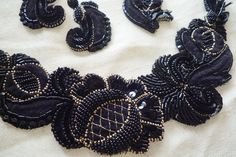 Jacobean Embroidery, Tambour Embroidery, Couture Embroidery, Embroidery Motifs, Embroidery Needles, Gold Embroidery, Embroidery Designs, Tambour Beading, Motifs Perler
