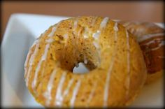 Baked Pumpkin Donuts With Maple Syrup Frosting - MomAdvice Baked Donut Recipes, Baked Donuts, Doughnuts, Homade Donuts, Powdered Donuts, Bread Recipes, Baked Pumpkin, Pumpkin Recipes, Fall Recipes
