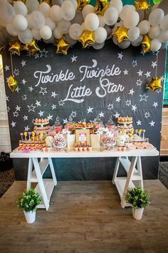 This gorgeous Twinkle Twinkle dessert table would be perfect for a baby shower or first birthday party! Party Knaller, Ballon Party, Festa Party, Baby Party, Shower Party, Baby Shower Parties, Ideas Party, Unique Party Themes, Unique Baby Shower Themes