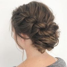 100 Best Wedding Hairstyles Updo For Every Length - Fabmood Box Braids Hairstyles, Bride Hairstyles, Updo Hairstyle, Medium Hair Styles, Curly Hair Styles, Natural Hair Styles, Mane Hair, Bridesmaid Hair Updo, Short Hair Updo