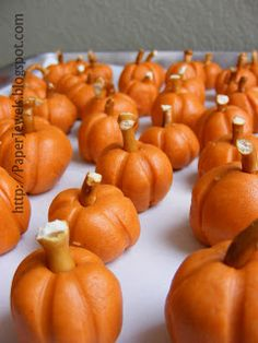 Paper Jewels and other Crafty Gems: Easy Halloween Treat: Peanut Butter Pumpkins