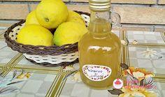 Uno sciroppo con cui ottenere una limonata fresca e digestiva. Drinks, Bottle, Drinking, Beverages, Flask, Drink, Jars, Beverage