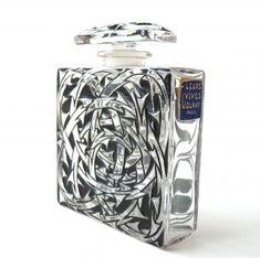 Suresnes; parfum Volnay