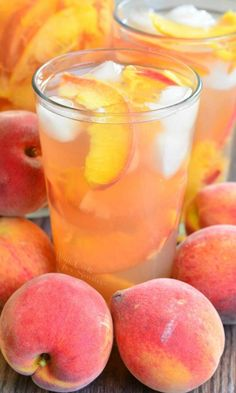 Ginger Peach and Honey Iced Green Tea. Beautiful, mild and refreshing drink to enjoy on lazy summer days. Ginger Peach, Sweet Peach, Fresh Ginger, Cocktails, Non Alcoholic Drinks, Beverages, Drinks Alcohol, Refreshing Drinks, Summer Drinks