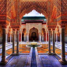 No idea where this is but its beautiful. #ihavethisthingwithzelij #zelij #morocco #moroccan #palace #malaysia #putrajaya