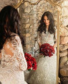 Noiva linda e seu #bouquetdenoiva vermelho! ❤❤❤❤❤❤❤ .. .. #vestidodenoiva #madrinhasdecasamento #vestidoslongos #vestidosereia #vestidos #vestidosbrancos #vestidosbordados #vestidosdeformanda #vestidosdeformatura #formanda #vestidosdefesta #maquiagem #makeup #make #maquiagemx #casamentos #Casamento #casamentosdeluxo #noivassc #noivado #noiva #bride #brides #bridal #wedding #weddingday #weddingparty #weddingdress