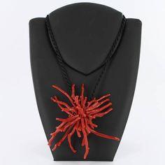 """Qu'est-ce que le Corail Rouge ?    Le corail rouge   """" corallium rubrum """", invertébré de structure coloniale est constitué de nombreux po..."""