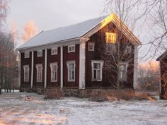 Old house from Ylihärmä, Finland. Historic New England, Historic Homes, Stockholm, Family Tree For Kids, Swedish Cottage, Door Frames, House Landscape, Scandinavian Home, Architect Design