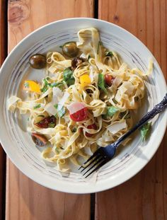 #Summer is too hot for #food? Think again. This homemade fettuccine is simply tossed with heirloom tomatoes and basil.