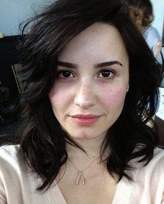 Demi Lovato lebih sering muncul dengan make-up tebal di wajahnya. Namun seperti apa penampilannya dalam kondisi tanpa make-up? Klik di sini!