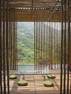 A bamboo inspired wall screens are always trully peaceful and hamonious. Love this ambience