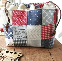 These Pretty Bags are So Easy to Make - Quilting Digest Crazy Patchwork, Patchwork Bags, Quilted Bag, Patchwork Designs, Fabric Gift Bags, Quilting, Little Bag, Purse Patterns, Sewing Patterns