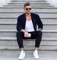 Jaquetas Masculinas 2018. Macho Moda - Blog de Moda Masculina: JAQUETAS EM ALTA PRA 2018: Tendências Masculinas #43, Tendências em jaquetas masculinas. Roupa de Homem Inverno 2018, Moda Masculina Inverno 2018, Moda para Homens, Estilo Masculino 2018. Jaqueta de Veludo, Jaqueta Bomber Azul Marinho, #bomberjacket,