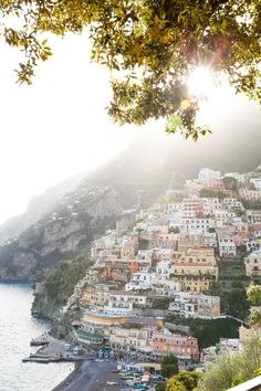 How To Travel To The Amalfi Coast #honeymoonideas #honeymoon #italy #positano