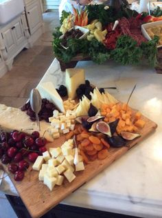 Partying under The Tuscan Sun - The Enchanted Home Picnic Birthday, Birthday Gift Baskets, 90th Birthday, Housewarming Food, Catering Food Displays, Catering Ideas, Charcuterie And Cheese Board, Cheese Boards, Italian Party