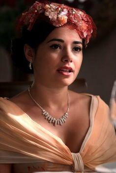 """Özgü Namal - """"Hanımın Çiftliği"""" TV Series 2009/2011. #Necklace"""