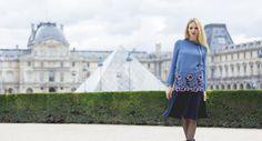 Eleonora Albrecht per una passeggiata al Louvre ha optato per la blusa e la gonna morbida Autunno-Inverno 2016/2017 LDFL.  Get it! http://thefashionscreen.com/embroidered-blouse/ #LFDL #Autunno #Inverno #Parigi #Louvre #Outfit #Blogger