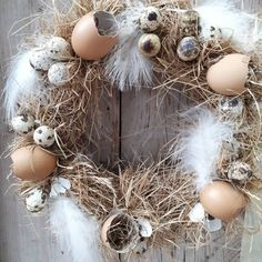 Check out this #DIY #Easter wreath idea with egg shells and feathers. Love it! #HomeDecorIdeas @istandarddesign