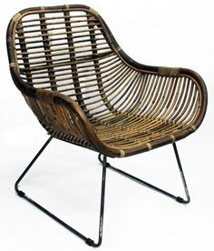 Představujeme Vám širokou kolekci sedacího ratanového nábytku – ratanové židle. Ratanové jídelní židle dovážíme nejen v odstínech moření: světlý a tmavý med, naší kolekci doplňují i ratanové jídelní židle z jiných materiálů jako je banánové listí, černý ratan a nyní moderní šedivý rustikální ratan. Nezkrášlily by ratanové jídelní židle i prostředí u Vašeho jídelního stolu?