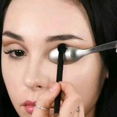 How To Get The Perfect Cut Crease - ausformung bemalung maquillaje makeup shaping maquillage Eyebrow Makeup Tips, Eye Makeup Cut Crease, Makeup Eye Looks, Eye Makeup Steps, Contour Makeup, Smokey Eye Makeup, Eyeshadow Makeup, Eyebrow Cut, Halo Eye Makeup