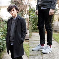 Acne Jeans Jeans, Uniqlo Socks, Nike Vortex Ltr, Moscot Miltzen, American Apparel Chambray Shirt, Our Legacy Woolen Sweatshirt, Asos Wool Coat