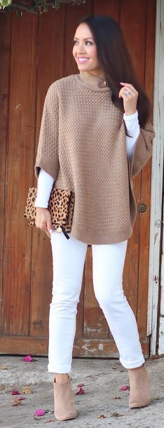Street style tan sweater and white pants (Top Moda Booties)