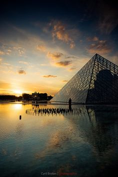 La Pyramide du Louvre:  the world's finest art museum <3