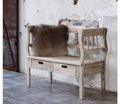 Charmante Sitzbank im Landhausstil - praktisch für viele Wohnbereiche