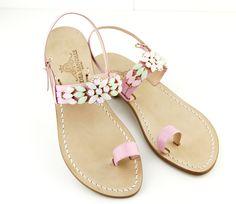 Tre delicatissimi colori combinati insieme per un risultato total glamour.... Dea Sandals Capri collection sandali capresi gioiello fatti a mano. scegli il tuo modello e personalizzalo su www.deasandals.com