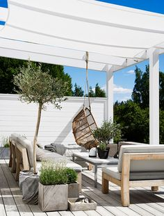 Gravity Home: Scandinavian Home of Pella Hedeby Outdoor room Porch Pergola Diy Pergola, Pergola Shade, Pergola Plans, Pergola Kits, Pergola Ideas, Cheap Pergola, Patio Kits, Porch Kits, Outdoor Pergola