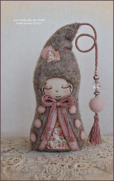 Personnage porte bonheur en laine feutrée à par LesVendredisDeNath