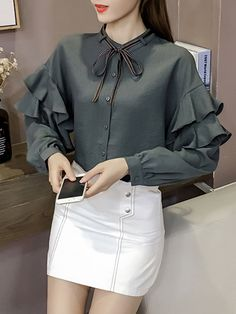 Middle East Solid Color Patchwork Ruffle Sleeve Shirt look not only special, but also they always show ladies' glamour perfectly and bring surprise. Girls Special Occasion Dresses, Pakistani Fashion Casual, Sleeves Designs For Dresses, Stylish Dresses For Girls, Blouse Neck Designs, Crop Top Outfits, Blouse Vintage, Blouses For Women, Fashion Outfits