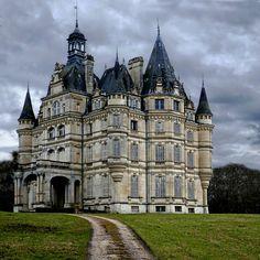 Château de Bon-Hôtel, Ligny-le-Ribault – Beautiful Places Of This World Beautiful Castles, Beautiful Buildings, Beautiful Places, Classic Architecture, Beautiful Architecture, Loire Valley, French Castles, Old Mansions, Fairytale Castle
