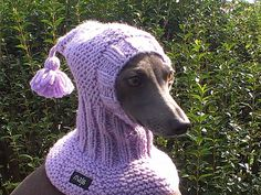 This unique hand-knit snood is the best choice for your dog in those cold winter days. Material: 20% wool, 80% acrylic 30 degrees Celsius machine wash Sizes available: size XS - fits dogs with head girth (above the eyes) 25-28 cm (10-11 inches) size S - fits dogs with head girth (above the