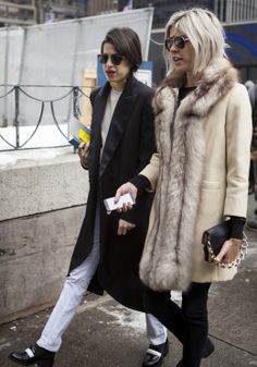 Everyday is a Sunday Funday when you're Leandra Medine. Nyfw Street Style, Street Chic, Fade Styles, Cold Weather Outfits, Leandra Medine, Cool Outfits, Winter Fashion, My Style, Man Repeller