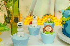 Frozen fever cupcakes Frozen Fever Party, Bolo Frozen, Four Square, Cake Ideas, Cupcakes, Desserts, Rose Of Sharon, Frozen, Frozen Party