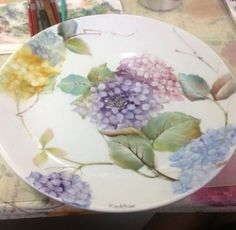 Hydrangea on circle plate