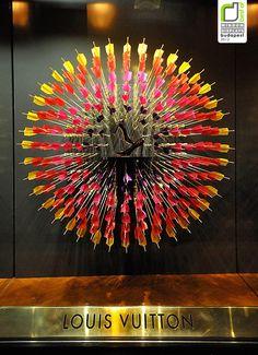 Louis Vuitton, arrow window display