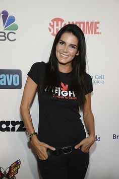 Angie Harmon shows her support for Stand Up To Cancer. © 2014 American Broadcasting Companies, Inc. All rights reserved.