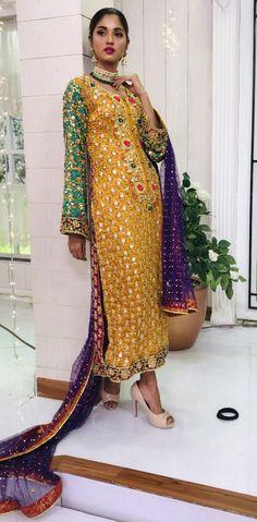 Pakistani Mehndi Dress, Bridal Mehndi Dresses, Pakistani Wedding Outfits, Pakistani Dress Design, Pakistani Dresses, Wedding Party Dresses, Indian Dresses, Indian Outfits, Mehndi Outfit