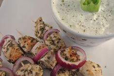 Greek chicken souvlaki with tzatziki - Delicious and Simple Greek Recipes, Meat Recipes, Wine Recipes, Chicken Recipes, Healthy Recipes, Greek Chicken Souvlaki, Bbq Salads, Food Buffet, Greek Dishes