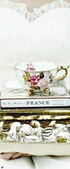 Paris Girl, Paris Paris, Paris Romance, French Lifestyle, Winter Palace, Most Romantic Places, Parisian Apartment, Photograph Album, Book Nooks