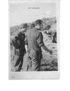 Ricardo Sanz con el Capitán José María Sanfélix Muñoz (en primer plano): Haz click para ver la imagen a tamaño real