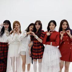 First Girl, My Girl, South Korean Girls, Korean Girl Groups, Soyeon, Bridesmaid Dresses, Wedding Dresses, Minnie, Neverland