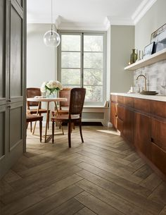 Discover high-quality wood effect tiles for floors in our extensive range. Stylish and durable, these wood effect tiles will stand the test of time. Wood Effect Porcelain Tiles, Wood Effect Tiles, Kitchen Tiles, Kitchen Flooring, Wooden Flooring, Hallway Flooring, American Kitchen Design, White Lounge, Diy Kitchen Decor